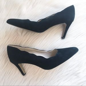 Adrienne Vittadini Black sondra scalloped heels 8